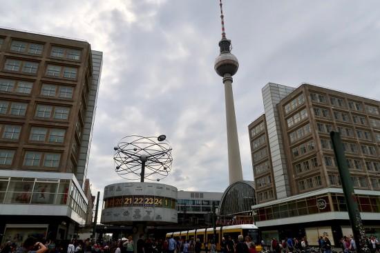 Berlin, Alexanderplatz, Weltzeituhr, Samstagsplausch